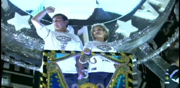 Presidente do Corinthians, André Sanches acompanha a ex-primeira dama, Marisa Letícia, mulher de Lula, homenageado da noite que não pôde comparecer por causa de um tratamento contra um câncer (19/2/2012)