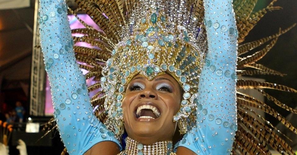 Priscila Bonifácio, rainha de bateria da Unidos de Vila Maria, brilha em desfile no Anhembi na madrugada de domingo (19/2/12)