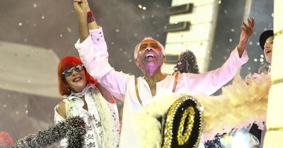 Rita Lee e Gilberto Gil foram homenageados por suas colaborações no movimento musical tropicalista e ganharam destaque no carro
