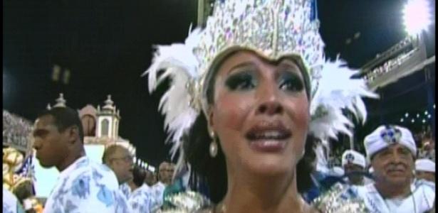 Sheron Menezzes, rainha da bateria da Portela, se emociona no início do desfile (19/2/12)