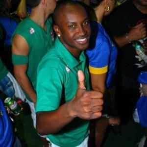 Thiaguinho posa para os fotógrafos no circuito Barra-Ondina do Carnaval de Salvador, Bahia (18/2/12)