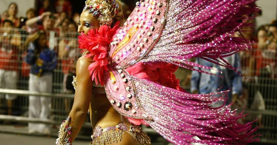 Valeska Popozuda, rainha de bateria da Águia de Ouro samba a frente da bateria da escola (19/2/2012)