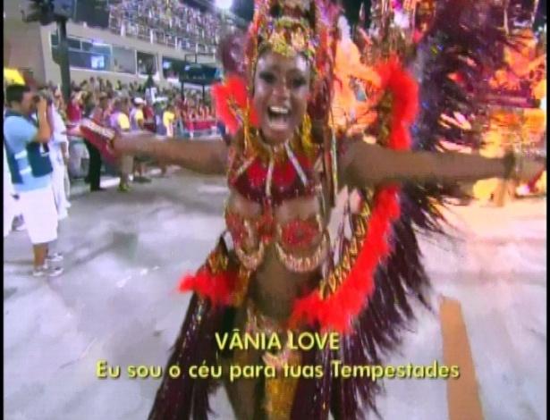 Vânia Love, irmã do jogador Vagner Love, é musa da Portela (19/2/12)