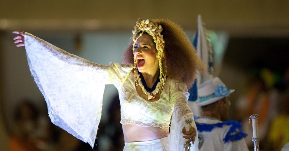 A cantora Vanessa da Mata sai como destaque da Portela, a segunda a desfilar no primeiro dia de desfiles das escolas de samba do Rio de Janeiro, representando a cantora Clara Nunes. Ela contou que a roupa é uma replica da que a Clara usou em um clipe histórico da cantora, e que o arco é inspirado no disco