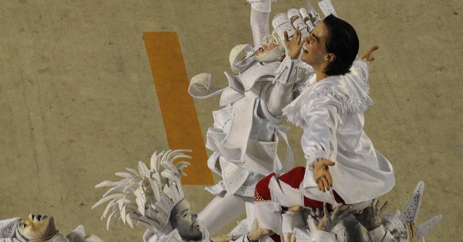 A comissão de frente trouxe esboços das pinturas do artista nascido em Brodósqui, cidade a 330 quilômetros da capital paulista. Um grafiteiro representando o pintor fazia inscrições em um painel durante o desfile