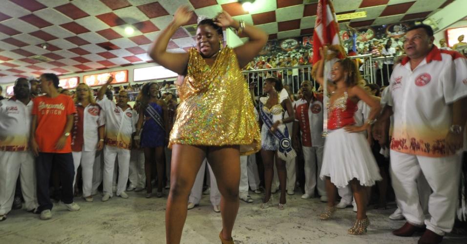 A musa plus-size da Salgueiro, Vânia Flor, promete dividir as atenções com a rainha da bateria Viviane Araújo (20/2/12)