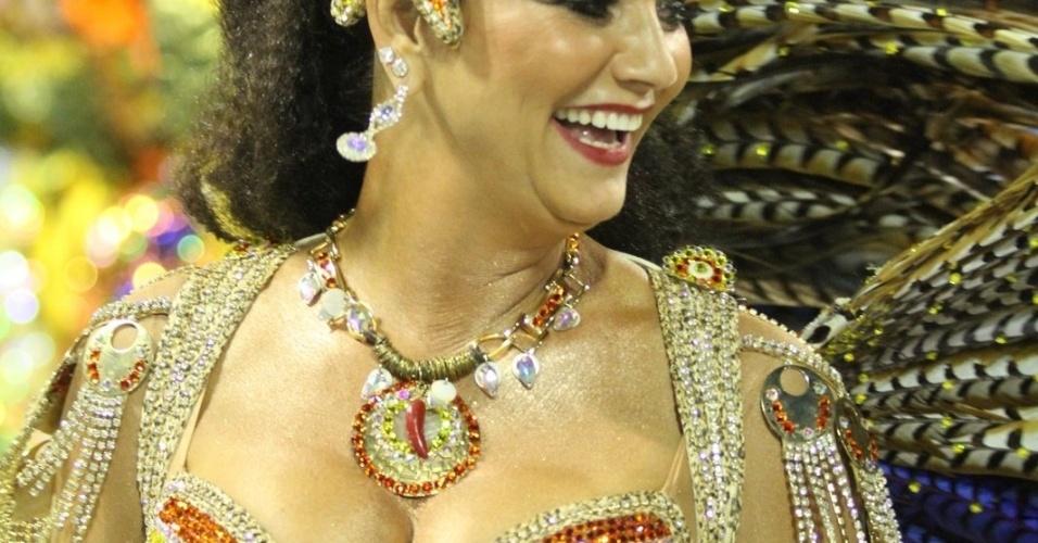 A rainha de bateria Luiza Brunet desfila pela Imperatriz Leopoldinense na Sapucaí, no Rio (19/2/12)