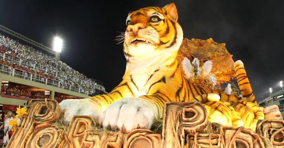 Carro abre-alas da Porto da Pedra vem com o tigre símbolo da escola (20/2/2012)