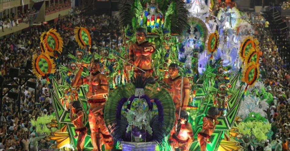 Carro da Mocidade Independente mostra influência indígena na obra de Portinari (20/2/2012)