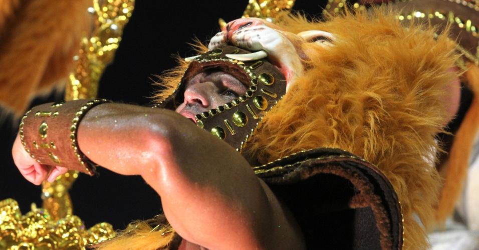 Destaque da Porto da Pedra usa alegoria em forma de leão (20/2/2012)