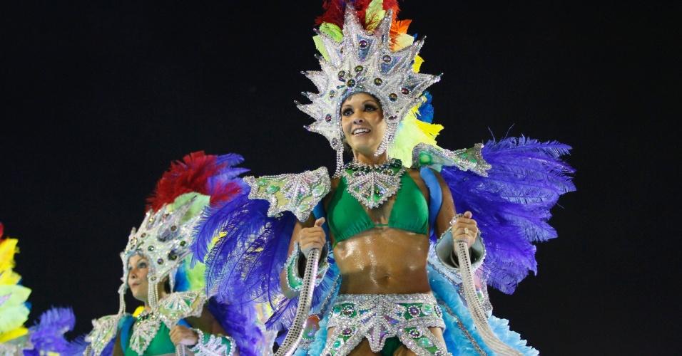 Destaque de carro alegórico samba em desfile da Imperatriz Leopoldinense na Marquês de Sapucaí, no Rio (19/2/12)