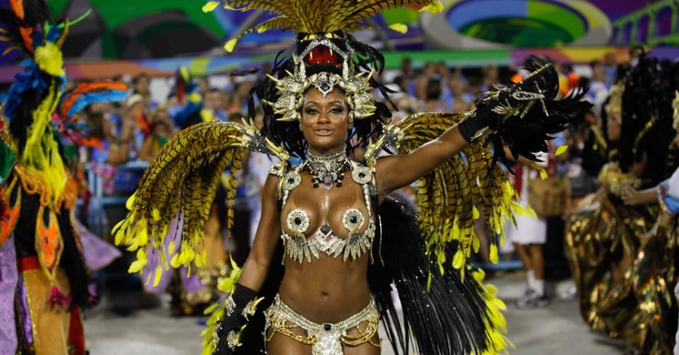 Ex-bbb Jaqueline é destaque da escola de samba Beija-Flor (20/2/2012)