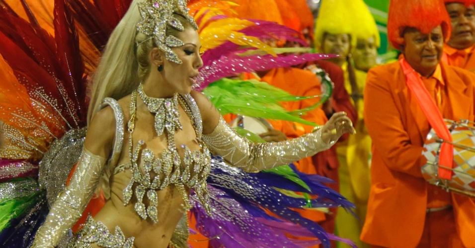 Fantasia de Antonia Fontenelle, rainha de bateria da Mocidade Independente simboliza as cores usadas nas tela de Portinari (20/2/2012)