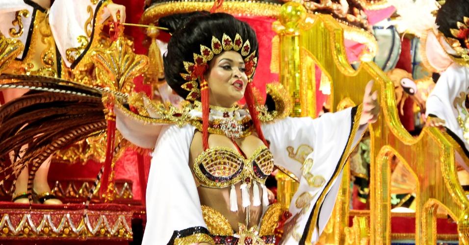 Geisy Arruda desfila na Porto da Pedra com fantasia de chinesa (20/2/2012)