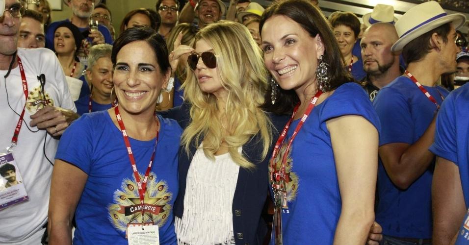 Glória Pires, Fergie e Carolina Ferraz se divertem juntas na Sapucaí (20/2/12)