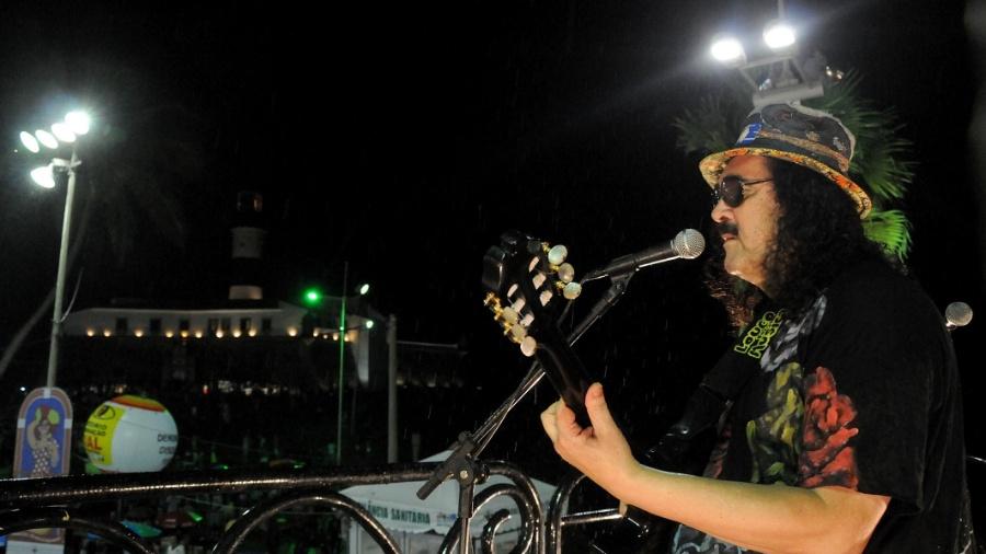 Moraes Moreira se apresenta no trio elétrico no circuito Barra-Ondina (Dodô), em Salvador (19/2/12) - Coperphoto/UOL
