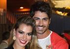 Ex-BBB's Rodrigão e Adriana ficam noivos em evento de rodeio