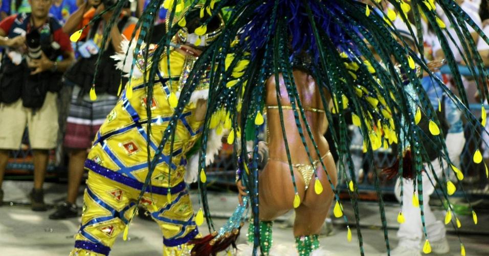 Passista da Portela samba na avenida (19/2/12)