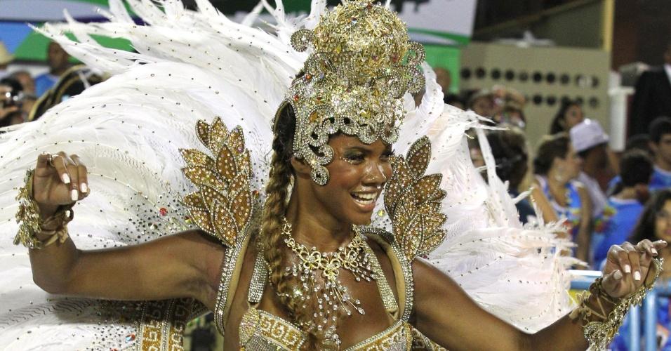 Passista da Porto da Pedra dança em homenagem à história do iogurte (20/2/2012)