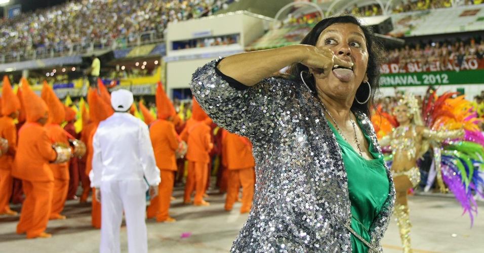 Regina Casé desfila pela Mocidade Independente de Padre Miguel, na Sapucaí (20/2/12)