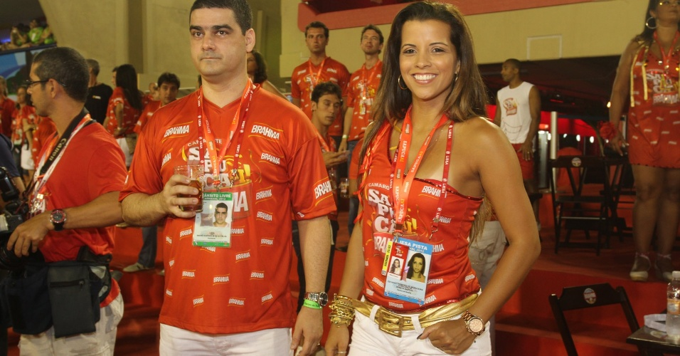 Renata Santos, rainha de bateria da Mangueira, e o marido