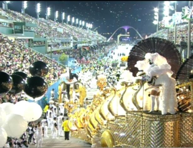 São Clemente na concentração antes do desfile na Sapucaí, no Rio (20/2/12)