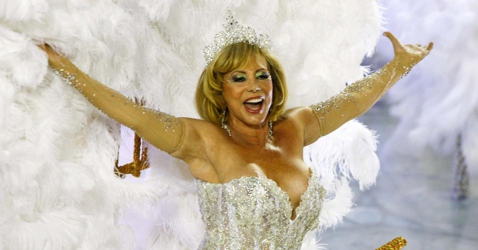 A atriz Arlete Salles também particiou do desfile da Grande Rio como destaque (21/2/2012)