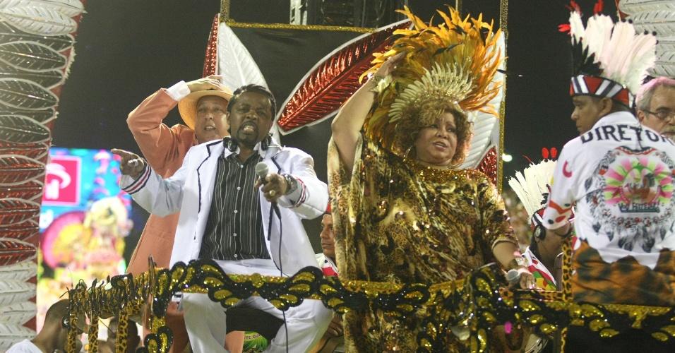A cantora Alcione desfila em carro do pagode, durante apresentação da Mangueira (21/2/2012)