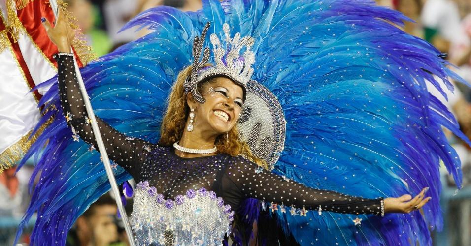 A porta-bandeira Gleice Simpatia no desfile da Salgueiro na Sapucaí, no Rio (20/2/12)