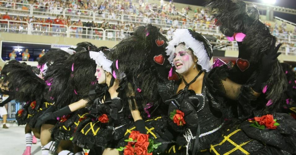 Ala da Grande Rio, cujo desfile fez homenagem aos que superaram seus problemas (21/2/2012)