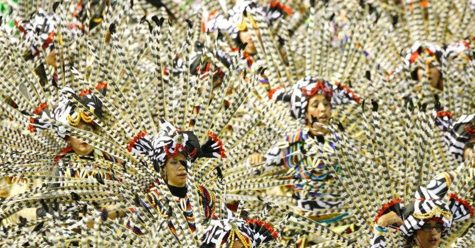 Ala da Grande Rio; cujo enredo mostra os desafios da superação (21/2/2012)