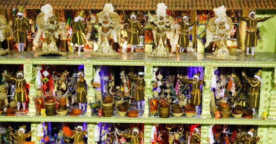 Alegoria com riqueza de detalhes mostra Mercado de São José do Recife e homenageia Mestre Vitalino, ceramista (21/2/2012). Todo o artesanato do carro foi comprado no mercado