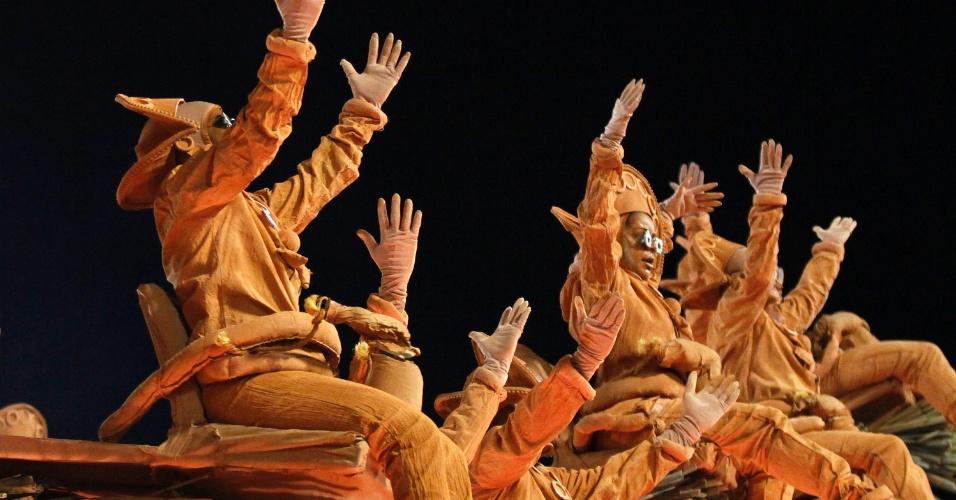 Alegoria relembra bonecos de cerâmica no desfile da Unidos da Tijuca (21/2/2012)