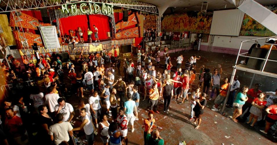 Após adiamento do resultado da apuração do Carnaval, Mocidade cancela festa e quadra da escola começa a esvaziar (21/2/12)