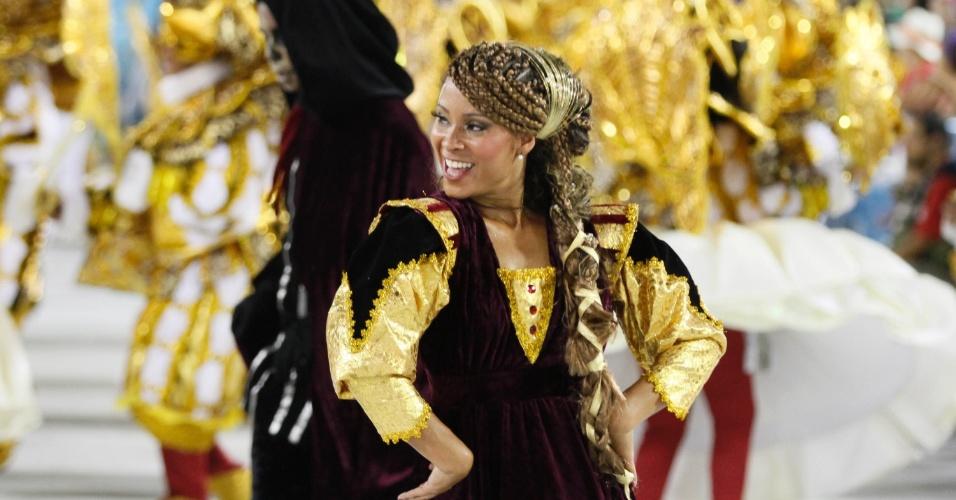 Atriz Cinara Leal evoluindo no desfile da União da Ilha (20/1/12)