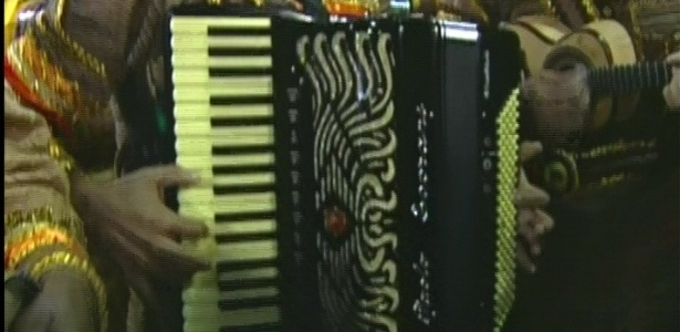 Bateria da Unidos da Tijuca adota o instrumento de Luiz Gonzaga, a sanfona, para apresentar seu samba (21/2/2012)