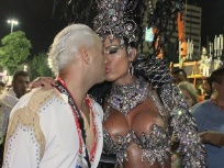 Famosos beijam muito no Carnaval