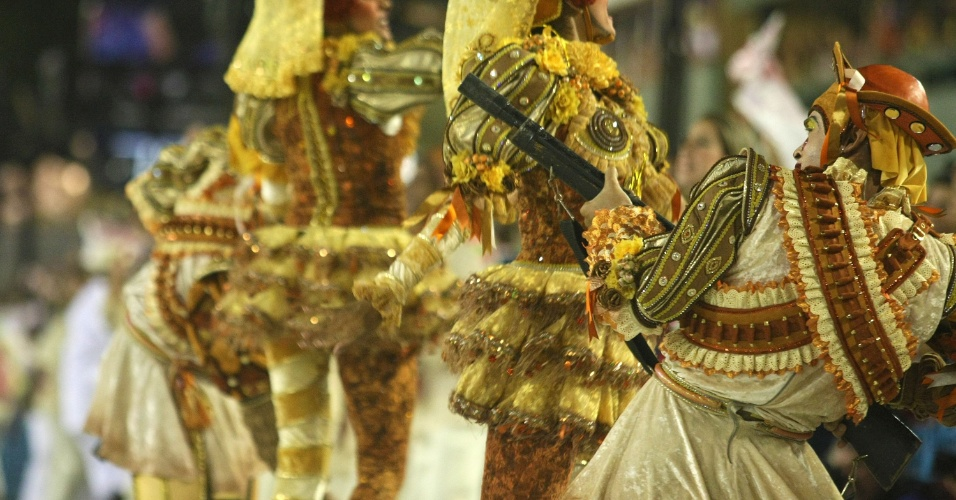 Comissão de frente do desfile da Salgueiro na Sapucaí, no Rio (20/2/12)