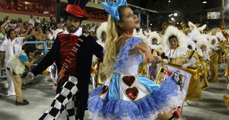 Eriberto Leão e Letícia Spiller dançam no desfile da União da Ilha do Governador (20/2/12)