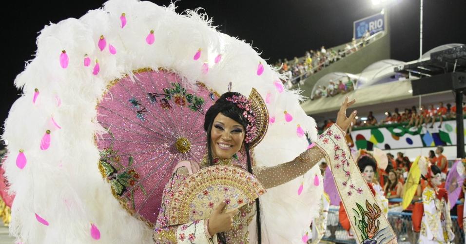 Geovanna Tominaga desfilou na Grande Rio com figurino oriental (21/2/2012)