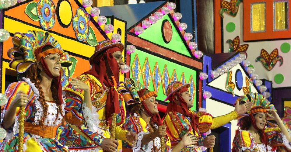 O quinto carro da Unidos da Tijuca apresentou a tradição das festas juninas, expressão da cultura popular do nordeste.
