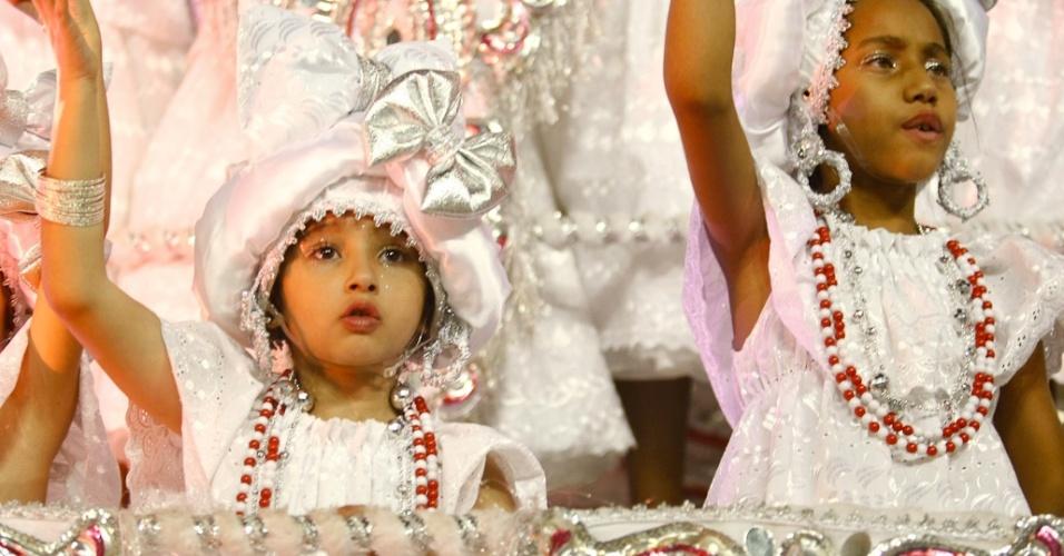 As baianas representam as festas cristãs baianas: a procissão de Nossa Senhora da Conceição das Praias e a lavagem das escadarias da Igreja do Senhor do Bonfim. Cada uma das tradicionais festas é representada por fantasias de cores diferentes, branca para a primeira e laranja para a segunda (19/2/12)