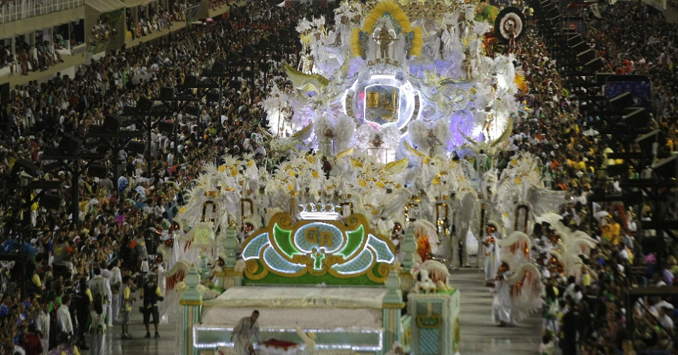 Panorâmica do desfile da Grande Rio, que mostra enredo sobre superação (21/2/2012)