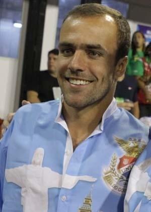 Roger Flores desfila na escola União da Ilha (20/2/2012)