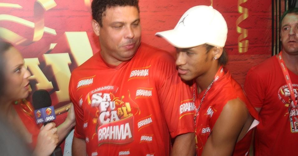 Ronaldo e Neymar prestigiam segunda noite de desfiles na Sapucaí