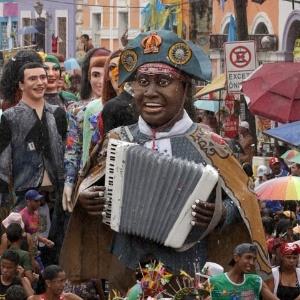 Tradicional encontro de bonecos toma conta das ladeiras de Olinda (Foto: )