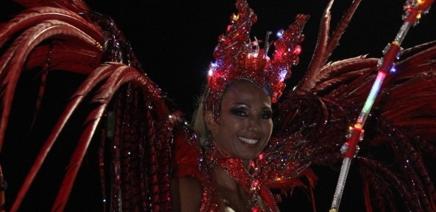 Valesca Popozuda com fantasia de diaba com luzes no desfile da Salgueiro na Sapucaí, no Rio (20/2/12)
