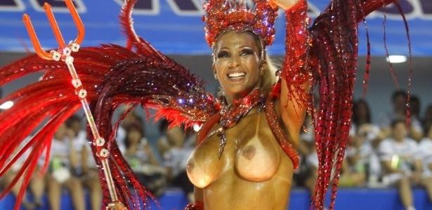 Valesca Popozuda perde o top em desfile da Salgueiro na Marquês de Sapucaí, no Rio (20/2/12)