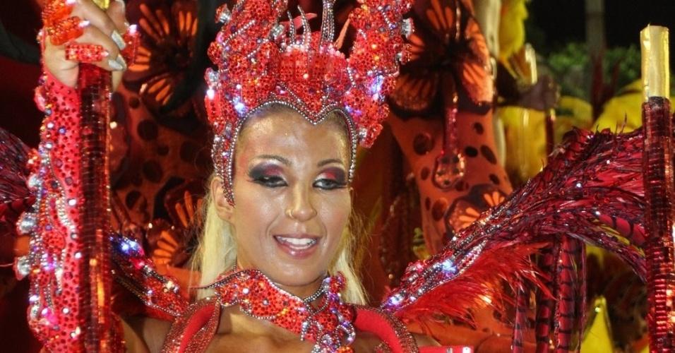 Valesca Popozuda é um dos destaques do desfile da Mangueira (21/2/2012)