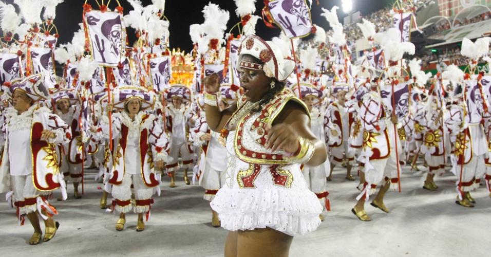 Vânia Flor, musa plus-size da Salgueiro, samba em desfile na Sapucaí, no Rio (20/2/12)